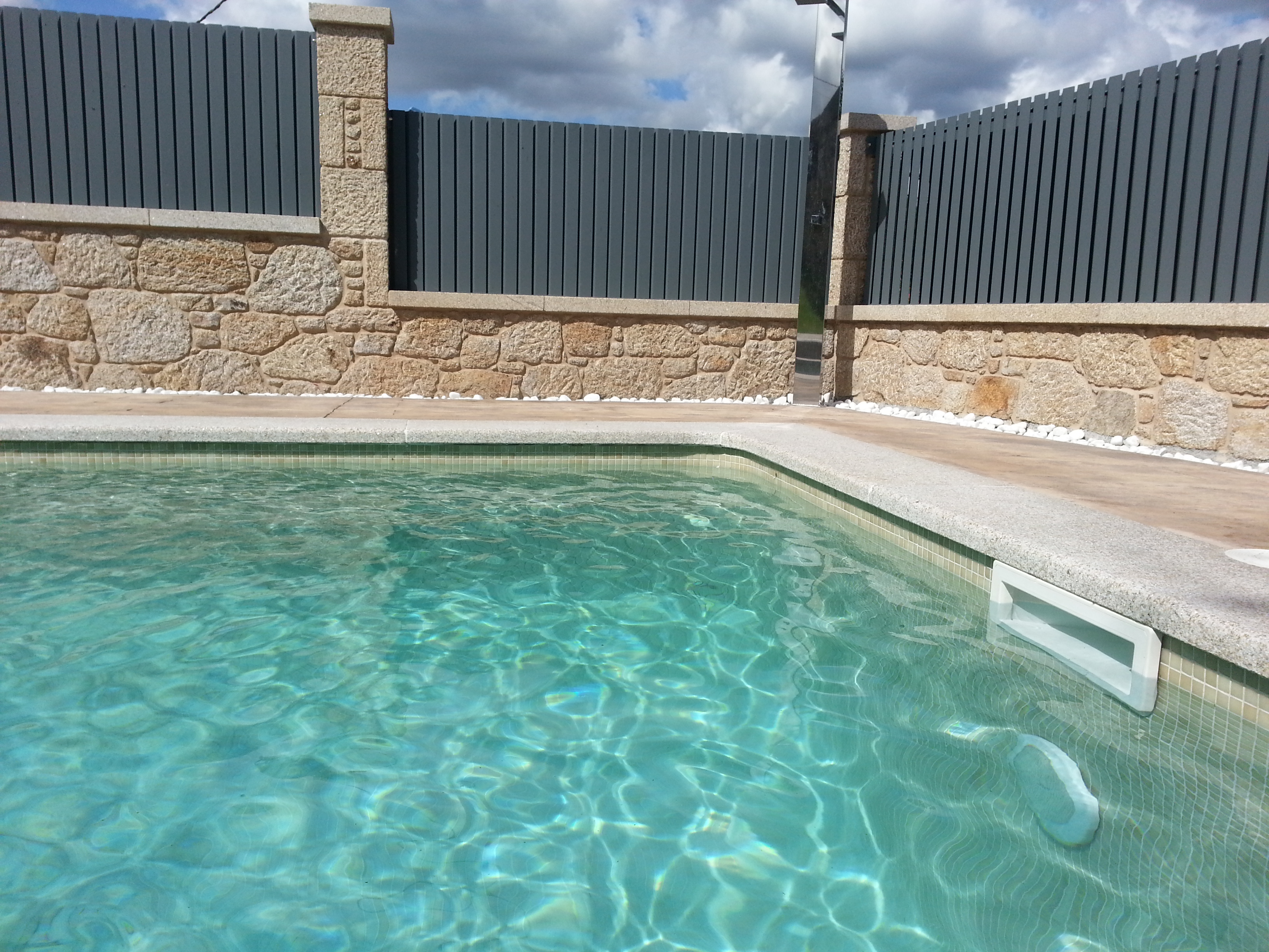 Gresite blanco para piscinas great stunning piscina for Piscinas con gresite blanco